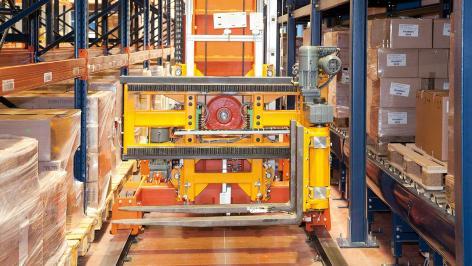 Układnice paletowe trójstronne w automatycznym magazynie Disalfarm