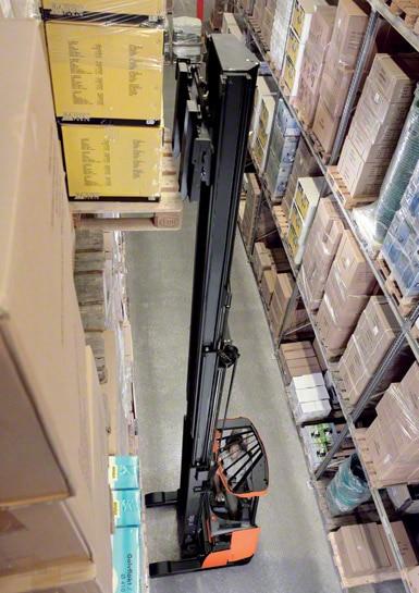 Wózki widłowe wysokiego składowania są najczęściej stosowane do pracy na terenie magazynów.