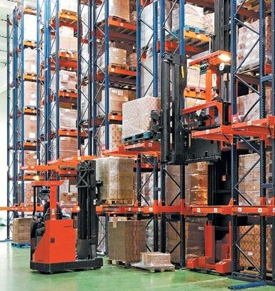 Wózek systemowy w magazynie maszyn i narzędzi budowlanych