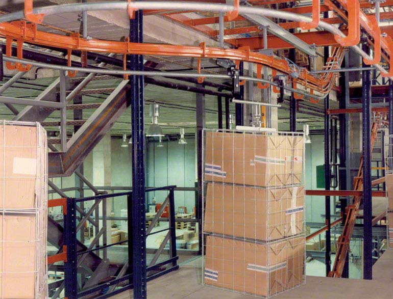 Przenośnik łańcuchowy podwieszany dla pudełek