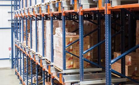 Medifarma buduje w Limie magazyn samonośny z regałami akumulacyjnymi obsługiwanymi przez system Pallet Shuttle