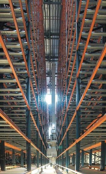 Kataloński producent opakowań Alzamora Carton Packaging rozbudowuje swój zakład produkcyjny o nowy automatyczny magazyn samonośny.