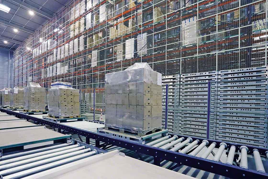 Wewnątrzmagazynowa obsługa ładunków jest jednym z procesów, który można poddać benchmarkingowi