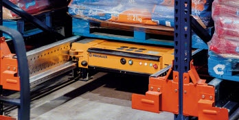 System Pallet Shuttle w magazynie firmy Nestlé Purina