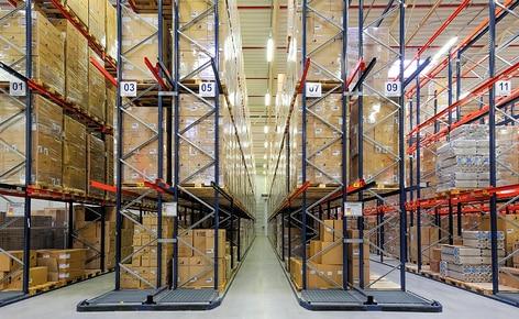 Jak przyspieszyć przygotowywanie zamówień przy użyciu regałów przepływowych z178kanałami rolkowymi